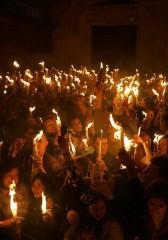 feu-sacre-au-saint-sepulcre-de-jerusalem.jpg